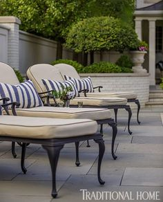 This classic black-and-white garden furniture creates instant classiness in your #courtyard.