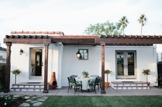 Contemporary farmhouse exterior design reflects the whole type of the space and the tradition. And these Mediterranean farmhouse exterior are fantastic examples for how to create a home designed. Spanish Style Homes, Spanish Revival, Spanish House, Spanish Colonial, Spanish Backyard, Spanish Courtyard, Pergola Patio, Backyard Patio, Backyard Landscaping