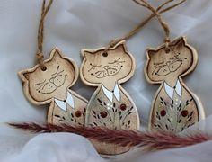 Ceramics, Christmas Ornaments, Holiday Decor, Drawings, Cats, Ceramica, Pottery, Christmas Jewelry, Ceramic Art
