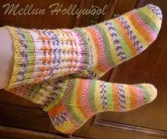 Mellun Hollywool: Silmuresori ja -sukat Filet Crochet, Knit Crochet, Knitting Socks, Knit Socks, Mittens, Slippers, Diy Crafts, How To Make, Knits