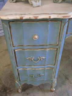 notice the paint style Hand Painted Furniture, Distressed Furniture, Refurbished Furniture, Recycled Furniture, Heart Painting, Diy Painting, Diy Furniture Projects, Furniture Redo, Chalk Paint Dresser