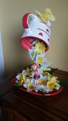 Another floating cup for my other grand daughter, so easy to make and look so pretty. Tea Cup Art, Tea Cups, Cup And Saucer Crafts, Floating Tea Cup, Globe Crafts, Teacup Crafts, Mini Fairy Garden, Coffee Crafts, Deco Floral