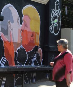 Vladimir Putin and Donald Trump share passionate kiss in new mural