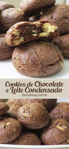 Receita de cookies de chocolate e leite condensado, muito fácil de fazer. Esses biscoitos não levam ovo na massa e ficam super macios. #biscoito #bolacha #cookies #leitecondensado #receitadebiscoito #chocolatebranco #receitadecookies #sobremesa #doce #receitafácil #receitarápida
