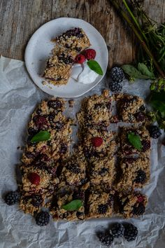 Crumble cake with berries - without blender, 1 bowl - Mrs Flury Banana Bread Without Sugar, Vegan Crumble, Oatmeal Flour, Healthy Blueberry Muffins, Gluten Free Oatmeal, Vegetable Protein, Healthy Fruits, Healthy Life, Cake Tasting