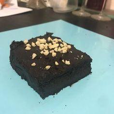 O melhor bolo de chocolate do mundo é um bolo low carb e keto! Fofinho, molhadinho e delicioso, voce vai querer fazer toda semana!