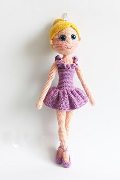 Free Crochet Amigurumi Ballerina Doll Turkish and English Pattern (scroll Down)English pattern at the bottom of page. I hope you have enjoyed this beautiful crochet, the free pattern is HERE so you can make a beautiful crochet.Free pattern, not Engli Doll Amigurumi Free Pattern, Crochet Amigurumi Free Patterns, Amigurumi Doll, Crochet Toys, Crochet Mignon, Ballerina Doll, Cute Crochet, Crochet Saco, Stuffed Toys Patterns