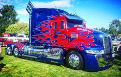 Optimus Prime #transformers #optimusprime #daimlerbenz #daimlertrucks #dtna #westernstar #portland #oregon