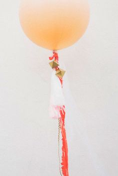 DIY balloons with streamers...tutorial with photos.