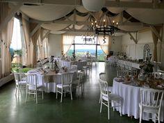La salle de l'Orangerie, décoration aux tons naturels #eyrignac #mariage #décoration #reception #wedding #dordogne Dordogne, Decoration, Chandelier, Ceiling Lights, Furniture, Home Decor, Gardens, Garden Weddings, Room
