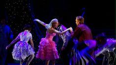 Kristin Chenoweth (Glinda) and Norbert Leo Butz (Fiyero) in the original Broadway production