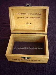 Caja baúl, pirograbada y pintada a mano. Personalizada y con dedicatoria en el interior.
