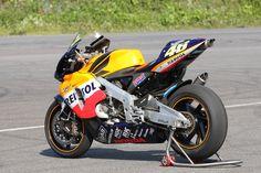 Honda Motors, Honda Bikes, Valentino Rossi 46, Cool Motorcycles, Motorcycle Design, Super Bikes, Cool Bikes, Random, Model