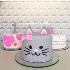 Dog Cakes, Girl Cakes, Fondant Christmas Cake, Kitten Cake, Violet Cakes, Birthday Cake For Cat, Birthday Cake Decorating, Cat Party, Occasion Cakes
