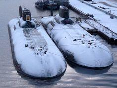 """Гигантская подводная лодка проекта 941 - """"Акула"""" (Typhoon)."""