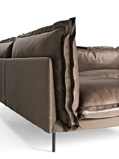 Italian Luxury Auto-Reverse Sectional - Italian Designer & Luxury Furniture at Cassoni Chaise Sofa, Cushions On Sofa, Sofa Chair, Leather Furniture, Leather Sofa, Sofa Design, Furniture Design, Italian Living Room, Luxury Italian Furniture