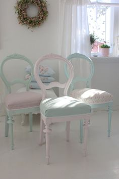 Simple but beautiful Shabby Chic in pretty pastels.