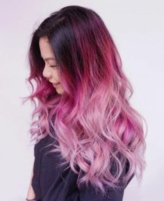 une coloration cheveux framboise, tendance balayage rose