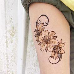 happy Friday tigerlillies! Modern Henna Designs, Floral Henna Designs, Mehndi Designs Book, Latest Mehndi Designs, Bridal Mehndi Designs, Henna Tattoo Designs, Leg Henna, Henna Mehndi, Hand Henna
