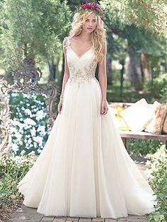 Shelby Wedding Dress by Maggie Sottero. Suomessa Maggie Sotteron hääpukuja myy mm. Sydänkäpy Turussa.