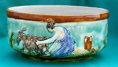 Majolica on pinterest cheese dome pie dish and plates - Pots et jardinieres ...