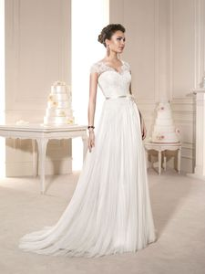 Novia d & # Art - Brautmode - Flamenco! Simple Lace Wedding Dress, White Bridal Dresses, Wedding Dress Train, Sexy Wedding Dresses, Cheap Wedding Dress, Unique Dresses, Designer Wedding Dresses, Cheap Dresses, Wedding Gowns