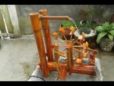 Nobedosas fuentes de bambu(8) - YouTube Bamboo Table, Bamboo Art, Bamboo Crafts, Bamboo Water Fountain, Diy Fountain, Easy Science Projects, Bamboo Building, Bamboo Furniture, Paint Designs