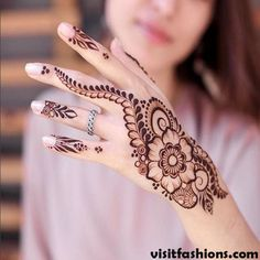 What is a Henna Tattoo? Henna tattoos are becoming very popular, but what precisely are they? Henna Hand Designs, Simple Arabic Mehndi Designs, Mehndi Designs For Girls, Stylish Mehndi Designs, Best Mehndi Designs, Mehndi Designs For Hands, Henna Tattoo Designs, Henna Tattoo Hand, Simple Henna Tattoo