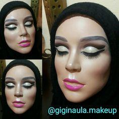 Así fue como quedó la Kimberly con su maquillaje Abu Dhabi y Glitter Dorado  @giginaula.makeup  Practice Head Mehron @mehronmakeup  #giginaulamakeup #makeup #practiceheadmehron #practicehead #head #lashes #abudhabimakeup #dubaimakeup #dubai #makeupcairo #muaegypt #glitter #glittergold #makeupartist #makeupadddict #makeupartistworldwide #makeuplover #makeupandmakeup #nyxcosmetics #mehronmakeup #morphebrushes #morphecosmetic #bsmallbrushes #ecotoolsbrushes #realtechnique #lovemyjob