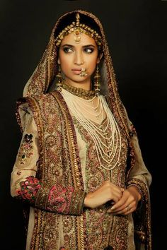 Wow the jewelry so beautiful! Pakistani Wedding Dresses, Pakistani Bridal, Pakistani Outfits, Indian Outfits, Bridal Dresses, Indian Bridal Wear, Asian Bridal, Bride Indian, Pakistani Couture