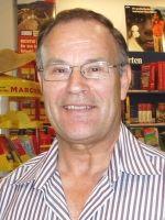 Peter Rogalla wurde 1942 in Schleswig – Holstein geboren. Bereits als Jugendlicher begann er, Gedichte und Erzählungen zu schreiben. Später, als er verheiratet war und eine Familie gegründet hatte, setzte er sein schriftstellerisches Talent fort.