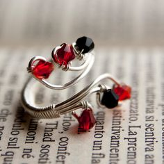 Items similar to adjustable ring with silver plated wire, red and black glass beads on Etsy Wire Jewelry, Jewelry Crafts, Beaded Jewelry, Wire Necklace, Wire Earrings, Kumihimo Bracelet, Bracelets, Bijoux Fil Aluminium, Diy Rings