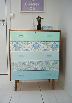 Baby-blue-floral-wallpaper-dresser-DIY.jpg (600×865)