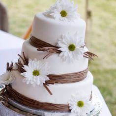 Daisy Wedding Cake.  This is what I want! Maybe with pink and orange daisies though