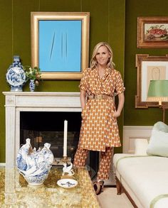 See inside fashion designer Tory Burch's apartment in New York. Read the Vogue interview with Tory Burch. New York Apartments, New York Homes, New York City Apartment, Hotel Apartment, Gracie Wallpaper, New York Townhouse, Tory Burch, Upholstered Walls, Textiles
