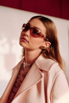 See all the Backstage photos from Lanvin Autumn/Winter 2019 Ready-To-Wear now on British Vogue Estilo Gigi Hadid, Gigi Hadid Style, Kendall, Gigi Hadid Outfits, Zeina, Poses, Bella Hadid, Powerful Women, Lanvin