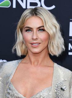 Blonde Blunt Bob, Blonde Bobs, Blonde Hair, Hair Inspo, Hair Inspiration, Julianne Hough Short Hair, Choppy Bob Haircuts, Beachy Hair, Bright Blonde