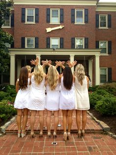 Kentucky beta pi beta phi throwing what they know. Get your sisters together and take some fabulous photos. #PBP