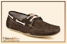 True men's moccasin shoe with slim fit.