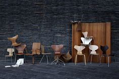 Arne Jacobsen. I have white ant chairs. <3