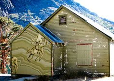 Jane Kim's Migrating Mural brings art to the public and attention to endangered bighorns. http://adv-jour.nl/PvoITf