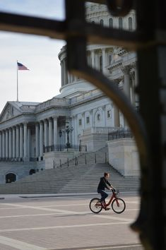 https://flic.kr/p/ituTXY   US Capitol   Afternoon bike ride by the US Capitol.