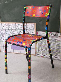 la chaise de David en hommage à Kusama.. je reprendais bien ce modèle pour ma chaise de bureau car elle est trop triste...