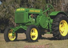 10 Antique John Deere Tractors: Image Gallery http://blog.machinefinder.com/11654/10-antique-john-deere-tractors-image-gallery