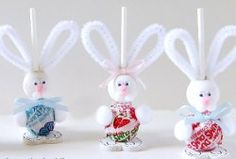 Itty Bitty Bunny Suckers for Easter. Simple Easter craft that makes for great basket stuffers and gifts for kids.