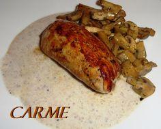 Rollito de solomillo de cerdo con salsa de champñones. Ver receta: http://www.mis-recetas.org/recetas/show/44513-rollito-de-solomillo-de-cerdo-con-salsa-de-champnones