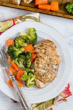 This Italian Chicken and Vegetables Sheet Pan Dinner is the ultimate one pan meal, with tons of chicken and veggies that are tender and juicy & full of flavor. Healthy Meal Prep, Healthy Snacks, Healthy Eating, Healthy Recipes, Dinner Healthy, Vegetarian Recipes Dinner, Snacks Recipes, Healthy Sweets, Keto Meal