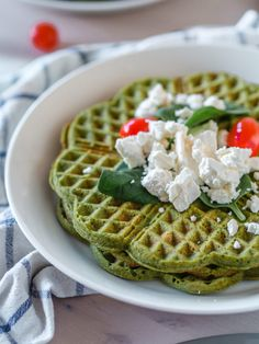 Arkiruokavinkki: Pinaattivohvelit (G) | Annin Uunissa Scandinavian Food, Most Delicious Recipe, Happy Foods, Healthy Snacks For Kids, Breakfast Time, Cheap Meals, Vegan Dinners, I Love Food, I Foods