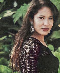 Selena Quintanilla Perez, Sing In Spanish, Selena And Chris, Selena Pictures, Beautiful Voice, Comic Books Art, Picture Wall, Idol, Pretty