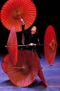 Vinci Le Cirque Invisible al Parco della Musica!  http://cartagiovani.it/news/2012/12/03/vinci-le-cirque-invisible-al-parco-della-musica
